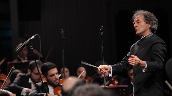 ارکستر سمفونیک تهران بعد از اجرا در جام جهانی در روسیه، با اجرای آثاری از سرگئی راخمانینوف و آنتون دورژاک در تالار وحدت تهران اجرا می کند.
